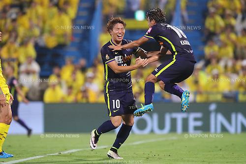 (L to R) <br /> Takuma Asano, <br /> Yoshifumi Kashiwa (Sanfrecce), <br /> JULY 13, 2016 - Football /Soccer : <br /> 2016 J1 League 2nd stage match <br /> between Kashiwa Reysol 3-3 Sanfrecce Hiroshima <br /> at Kashiwa Hitachi Stadium, Chiba, Japan. <br /> (Photo by YUTAKA/AFLO SPORT)