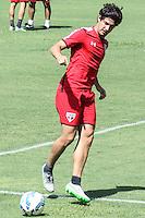 SÃO PAULO, SP, 27.11.2015 - FUTEBOL-SÃO PAULO - Alexandre Pato jogador do São Paulo durante sessão de treinamento no Centro de Treinamento da Barra Funda na região oeste de São Paulo nesta sexta-feira, 27. (Foto: Marcos Moraes / Brazil Photo Press)