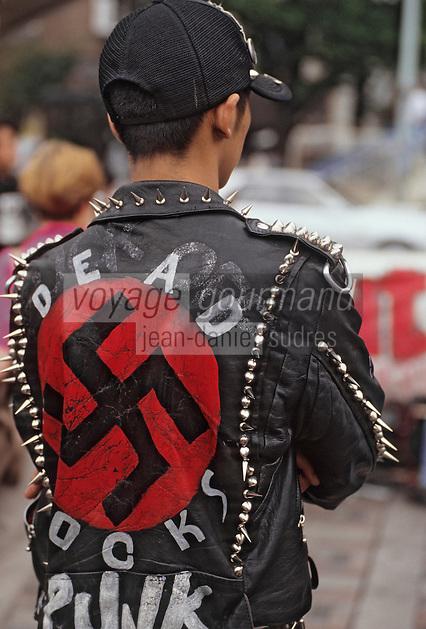 """Asie/Japon/Tokyo/Harajuku: Surnommé les """"Champs Elysées de Tokyo"""" - Détail d'un punk japonais"""