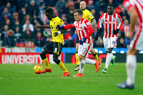 27.02.2016. Britannia Stadium, Stoke, England. Barclays Premier League. Stoke City versus Aston Villa. Idrissa Gueye of Aston Villa shields the ball from Xherdan Shaqiri of Stoke City