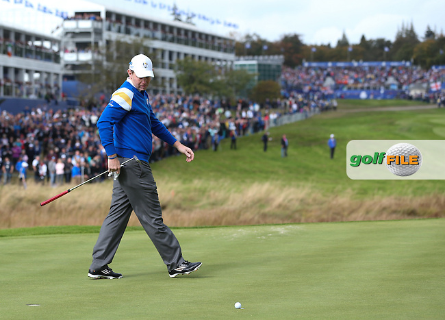 Stephen Gallacher (EUR) has a putt to win the first hole during Sunday's Singles at the 2014 Ryder Cup from Gleneagles, Perthshire, Scotland. Picture:  David Lloyd / www.golffile.ie