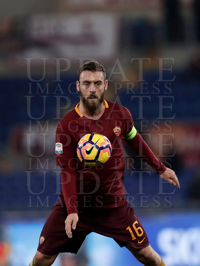 Calcio, Serie A: Roma vs Milan. Roma, stadio Olimpico, 12 dicembre 2016.<br /> Roma's Daniele De Rossi controls the ball during the Italian Serie A football match between Roma and AC Milan at Rome's Olympic stadium, 12 December 2016.<br /> UPDATE IMAGES PRESS/Isabella Bonotto