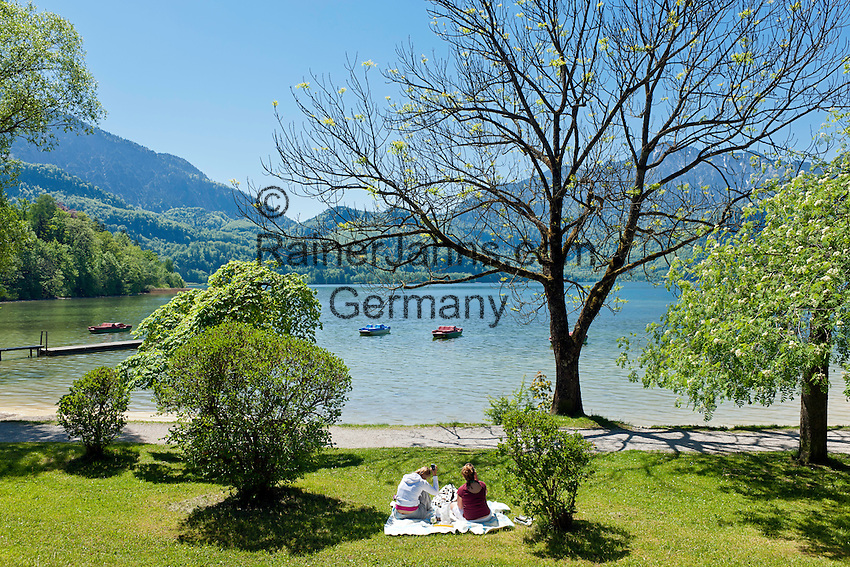 Germany, Bavaria, Upper Bavaria, Toelzer Land, Kochel at Lake Kochel: sunbathing area and waterfront | Deutschland, Bayern, Oberbayern, Toelzer Land, Kochel am See: Liegewiese und Seepromenade
