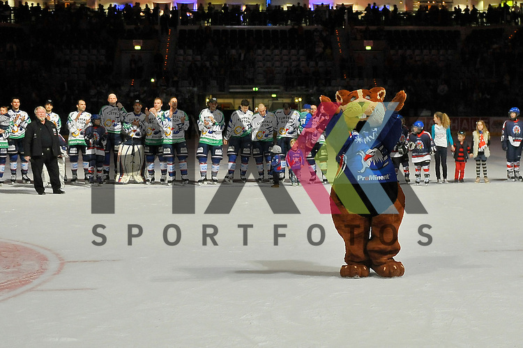 Im Vordergrund das Maskottchen der SAP Arena &quot;Udo&quot; dahinter die Adler Mannheim beim Spiel in der DEL, Adler Mannheim - ERC Ingolstadt.<br /> <br /> Foto &copy; Ice-Hockey-Picture-24 *** Foto ist honorarpflichtig! *** Auf Anfrage in hoeherer Qualitaet/Aufloesung. Belegexemplar erbeten. Veroeffentlichung ausschliesslich fuer journalistisch-publizistische Zwecke. For editorial use only.