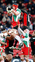 Photo: Richard Lane/Richard Lane Photography. Saracens v Biarritz. Heineken Cup. 15/01/2012. Biarritz' Jerome Thion wins a lineout.