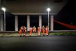 UTRECHT - Onder de snelweg A12 zaten 7 medewerkers van KWS op een vangrails, op een mooie zomerse avond in september. Zij wachten op nieuw asfalt tijdens werkzaamheden aan de grotendeels afgezette rotonde Laagraven. In opdracht van de gemeente Utrecht wordt in vijf weekenden het verkeersplein bij de Waterlinieweg en de A12 gedeeltelijk afgezet voor verkeer waarna het oude wegdek wordt verwijderd, waarna nieuw asfalt en vervolgens strepen en pijlen worden aangebracht. Waarover de mannen spraken is niet bekend, maar waarschijnlijk over de temperatuur van 15 graden, op die zomers avond in september. COPYRIGHT TON BORSBOOM