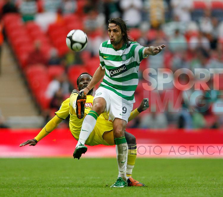 Tottenham's Pascal Chimbonda tussles with Celtic's Georgios Samaras