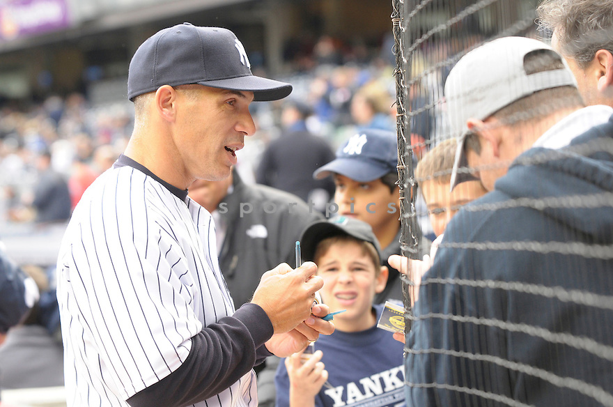 JOE GIRARDI, of the New York Yankees , in action  during the Yankees  game against the Chicago Cubs on April 4, 2009 in New York.  The Yankees beat  the Cubs  10-1  in the Bronx, New York.