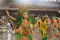 SAO PAULO, SP, 10 FEVEREIRO 2013 - CARNAVAL SP -UNIDOS DO PERUCHE - Lola Valneck da escola de samba Unidos do Peruche durante desfile  do Grupo de Acesso no Sambódromo do Anhembi na região norte da capital paulista, neste domingo, 10 FOTO: LEVI BIANCO - BRAZIL PHOTO PRESS