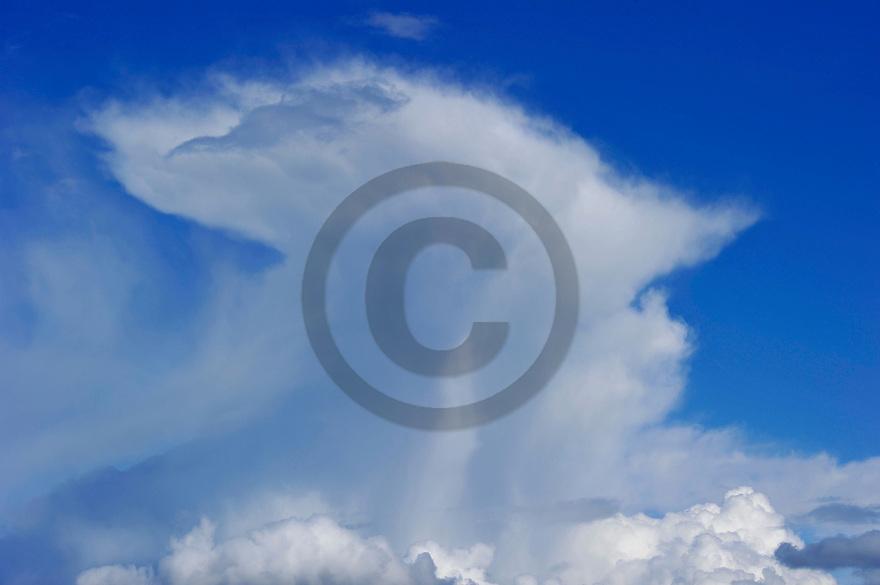 28/04/14 - PLAINE DE LA LIMAGNE - PUY DE DOME - FRANCE - Cumulonimbus en formation avant l orage - Photo Jerome CHABANNE
