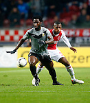 Nederland, Amsterdam, 3 november 2012.Eredivisie.Seizoen 2012-2013.Ajax-Vitesse (0-2).Wilfried Bony (l.) van Vitesse in actie met bal. Rechts Stefano Denswil van Ajax.