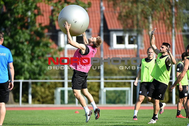 15.09.2020, Sportpark Illoshöhe, Osnabrück, GER, 2. FBL, Training VfL Osnabrueck <br /> <br /> im Bild<br /> Konstantin Engel (VfL Osnabrück, 5)<br /> <br /> Foto © nordphoto / Paetzel