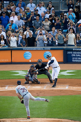 Alex Rodriguez (Yankees), JUNE 19, 2015 - MLB : Alex Rodriguez of the New York Yankees hits a home run for his 3000th career hit off Justin Verlander of the Detroit Tigers during the Major League Baseball game at Yankee Stadium in the Bronx, New York, United States. (Photo by Thomas Anderson/AFLO) (JAPANESE NEWSPAPER OUT)