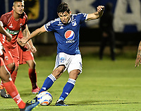TUNJA -COLOMBIA, 29-07-2018. Roberto Ovelar jugador de Millonarios dispara para anotar el segundo gol  de su equipo a Patriotas Boyacá durante partido por la fecha 2 de la Liga Águila II 2018 realizado en el estadio La Independencia de Tunja. / Roberto Ovelar player of Millonarios shoot to score the fsecond goal of his team to Patriotas Boyaca during match for the date 2 of Aguila League II 2018 played at La Independencia stadium in Tunja. Photo: VizzorImage/ Gabriel Aponte / Staff