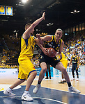 15.05.2018, EWE Arena, Oldenburg, GER, BBL, Playoff, Viertelfinale Spiel 4, EWE Baskets Oldenburg vs ALBA Berlin, im Bild<br /> <br /> Rasid MAHALBASIC (EWE Baskets Oldenburg #24)<br /> Dennis CLIFFORD (ALBA Berlin #42 )<br /> Foto &copy; nordphoto / Rojahn