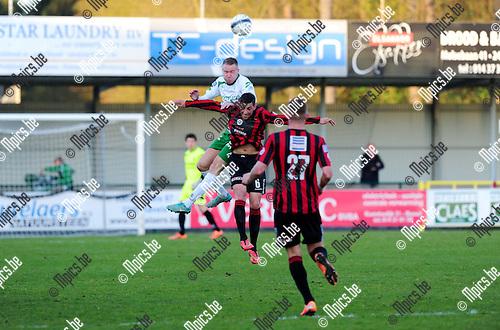 2015-04-25 / Voetbal / seizoen 2014-2015 / Dessel Sport - Seraing United / Andrew Petersen (Dessel) klimt hoger dan Vaccaro<br /><br />Foto: Mpics.be