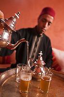 Afrique/Afrique du Nord/Maroc/Province d'Agadir/Tighanimine Elbaz: Ecolodge Atlas Kasbah - Cérémonie du thé à la menthe