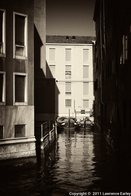 Canal scene in the Dorsoduro section of Venice.