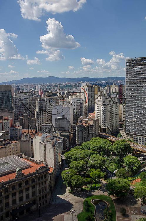 Vista do Vale do Anhangabaú, com destaque para o Edifício Mirante do Vale, São Paulo-SP, 01/2014.