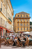 Frankreich, Provence-Alpes-Côte d'Azur, Nizza: Restaurant auf dem Cours Saleya | France, Provence-Alpes-Côte d'Azur, Nice: restaurant at Cours Saleya