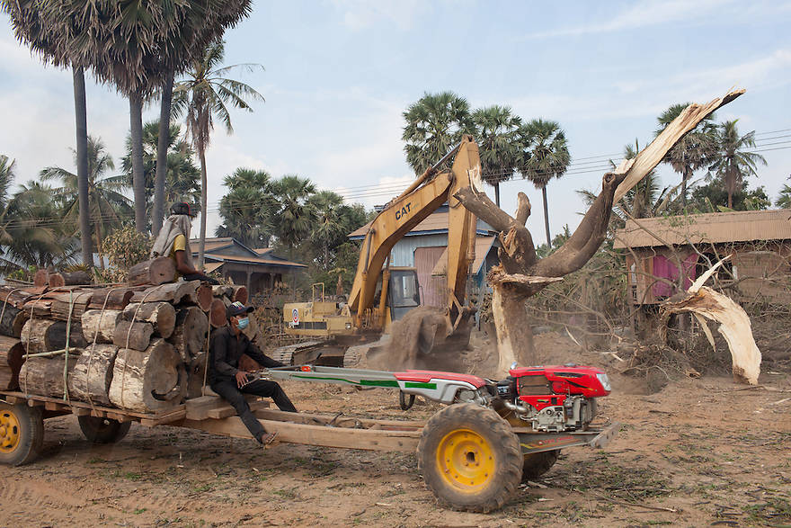 A road is being built to access the Phnom Penh Sugar factory from Oudong. Omliang, Kampong Speu, Cambodia. 16 Feb. 2013. © Nicolas Axelrod / Ruom