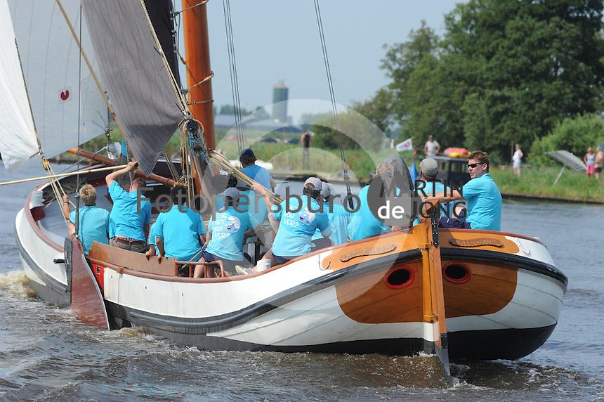 SKUTSJESILEN: EARNEWALD: 23-07-2013, SKS skûtsjesilen, winnaar Bolsward, ©foto Martin de Jong