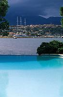 """Europe/France/Corse/2A/Corse-du-Sud/Porto-Vecchio: Le village vu depuis la piscine de l'hôtel """"Le Belvédère"""""""