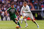 Toni Kroos of Real Madrid competes for the ball with Gabriel Appelt Pires of Deportivo Leganes during their La Liga match between Real Madrid and Deportivo Leganes at the Estadio Santiago Bernabéu on 06 November 2016 in Madrid, Spain. Photo by Diego Gonzalez Souto / Power Sport Images