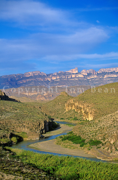 Rio Grande flows in canyon with Sierra Del Carmen of Mexico in background, Big Bend National Park, Texas, AGPix_0287