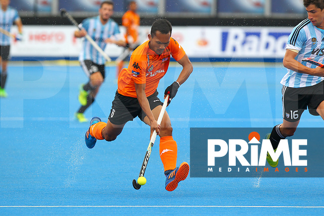 Marthan Jalil of Malaysia makes a run through midfield during the Hockey World League Semi-Final match between Argentina and Malaysia at the Olympic Park, London, England on 24 June 2017. Photo by Steve McCarthy.