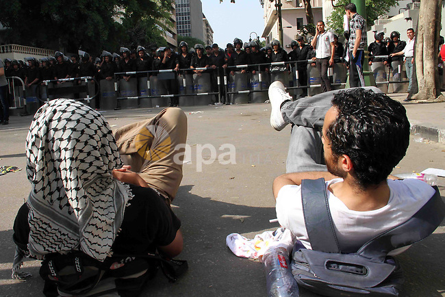 Egyptians take part in a demonstration of members of the Egyptian Communist party, alongside with workers and political activists to mark the International Labour Day on May 1, 2013 in Cairo, Egypt. Protesters shouted political and anti government slogans as they marched to the Egyptian Shura Council. Photo by Tareq Gabas