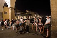 Passeggiata serale a Ponte Vecchio, Firenze.<br /> Night walk at Ponte Vecchio, in Florence, Tuscany.<br /> UPDATE IMAGES PRESS/Riccardo De Luca
