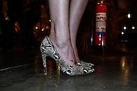 SAO PAULO, SP, 18 DE MARÇO DE 2013. SAO PAULO FASHION WEEK - PRIMAVERA/VERAO 2014 - MOVIMENTAÇAO.  Detalhe do sapato  da marca BoBo dA modelo Talytha Pugliesi nos corredores da Bienal no primeiro dia da SPFW Verão 2014. FOTO ADRIANA SPACA/BRAZIL PHOTO PRESS