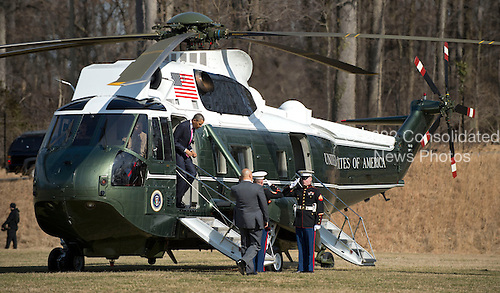 United States President Barack Obama arrives at Walter Reed National Military Medical Center to visit wounded military personnel, on March 5, 2013 in Bethesda, Maryland. .Credit: Kevin Dietsch / Pool via CNP