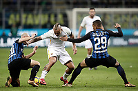 Calcio, Serie A: Inter - Roma, Milano, stadio Giuseppe Meazza (San Siro), 21 gennaio 2018.<br /> Roma's Radja Nainggolan (c) in action with Inter's Borja Valero (l) and Henrique D'Albert (r) during the Italian Serie A football match between Inter Milan and AS Roma at Giuseppe Meazza (San Siro) stadium, January 21, 2018.<br /> UPDATE IMAGES PRESS/Isabella Bonotto