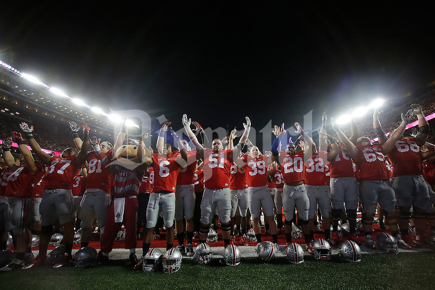 The Ohio State football team finished Carmen Ohio following their victory over Cincinnati in Saturday's NCAA Division I football game at Ohio Stadium in Columbus on September 27, 2014. (Columbus Dispatch photo by Jonathan Quilter)