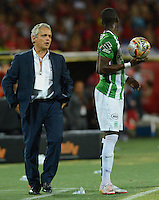 MEDELLIN-COLOMBIA- 22-10-2016. Reinaldo Rueda  director técnico  del  Atlético Nacional   contra el Independiente Medellín  durante encuentro  por la fecha 17 de la Liga Aguila II 2016 disputado en el estadio Atanasio Girardot./ Reinaldo Rueda coach  of Atletico Nacional   during match  against of Independiente Medellin l  during match for the date 17 of the Aguila League II 2016 played at Atanasio Girardot stadium . Photo:VizzorImage / León Monsalve / Contribuidor