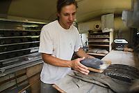 Europe/France/Rhône-Alpes/26/Drôme/Truinas: Joseph Krichell - Boulanger bio à la ferme- prépare son pain bio