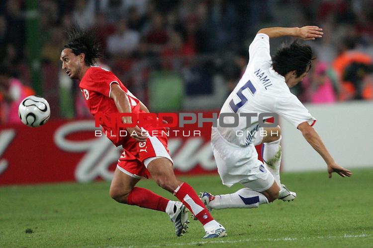 FIFA WM 2006 -  Gruppe G  Vorrunde ( Group G )<br /> Play    #46 (23-Jun) - Schweiz - S&uuml;dkorea<br /> <br /> Hakan Yakin (links) von der Schweiz im Zweikampf mit Nam II Kim (rechts) von Korea.<br /> <br /> Foto &copy; nordphoto
