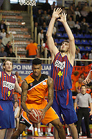 Mad-Croc Fuenlabrada's Charles Garcia (l) and FC Barcelona Regal's  Ante Tomic during Liga Endesa ACB match.November 18,2012. (ALTERPHOTOS/Acero) /NortePhoto