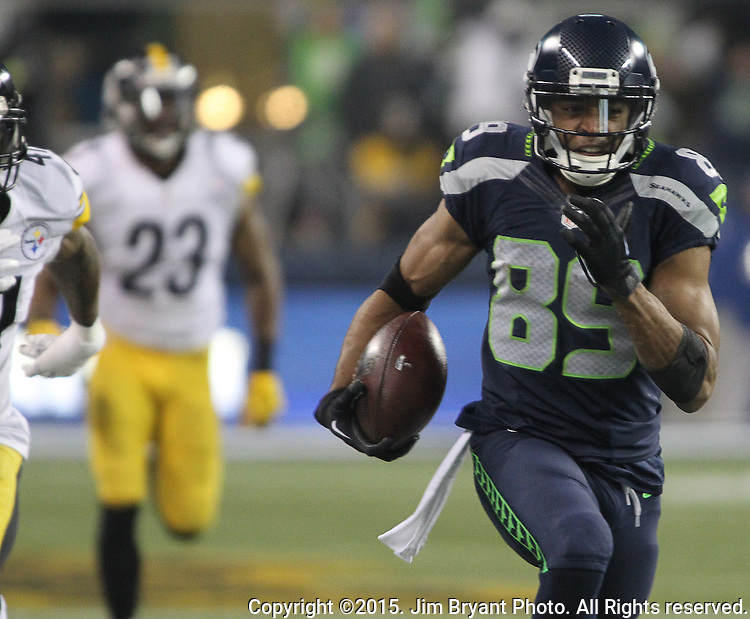 Seattle Seahawks wide receiver Doug Baldwin (89) runs for an 80-yard touchdown against the Pittsburg Steelers at CenturyLink Field in Seattle, Washington on November 29, 2015.  Baldwin ran for an 80-yard touchdown in the Seahawks 39-30 win over the Steelers.      ©2015. Jim Bryant Photo. All Rights Reserved.