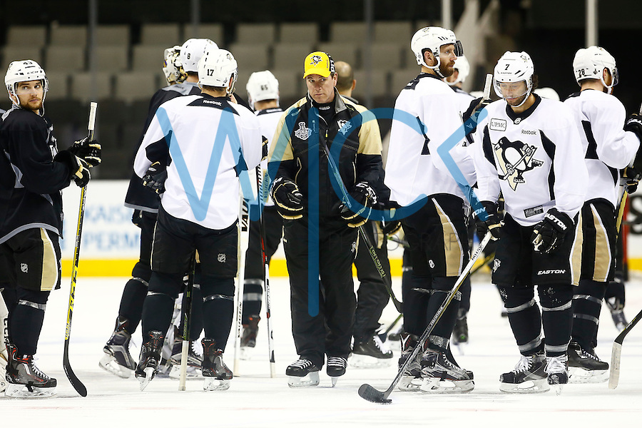 Head coach Mike Sullivan of the Pittsburgh Penguins exits a huddle during practice at the SAP Center in San Jose, California on June 5, 2016. (Photo by Jared Wickerham / DKPS)