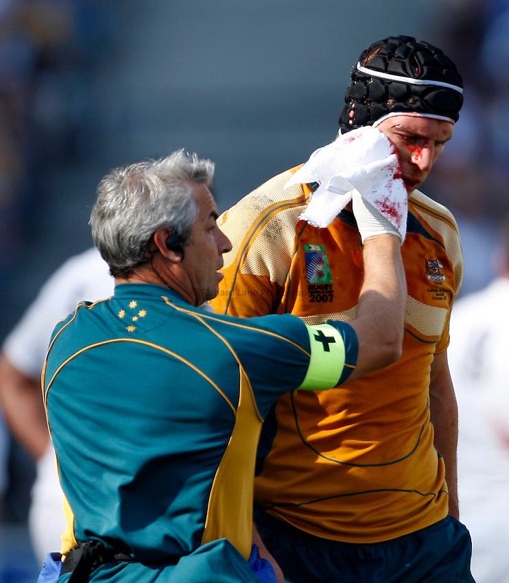 Photo: Richard Lane/Richard Lane Photography..Australia v England. Quarter Final, IRB Rugby World Cup, RWC 2007. 06/10/2007. .Australia's Dan Vickerman is treated for a blood injury.