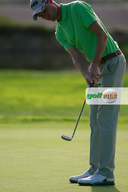 Rhys Davies (WAL) putts on the 2nd green during Thursday's Round 1 of the Castello Masters at the Club de Campo del Mediterraneo, Castellon, Spain, 20th October 2011 (Photo Eoin Clarke/www.golffile.ie)