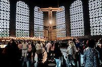 APARECIDA, SP, 23.07.2013 - PAPA NO BRASIL / APARECIDA - Movimentação de fiéis no Santuario Nacional de Aparecida um dia antes da visita do Papa Francisco, nesta terça-feira, 23. (Foto: Adriano Lima / Brazil Photo PresS).
