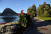 Lugano.Parco Ciani.Il lago e il lungolago e sullo sfondo il monte San Salvatore.