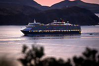 Queen Elizabeth Sails into Wellington | 19 Feb 2011