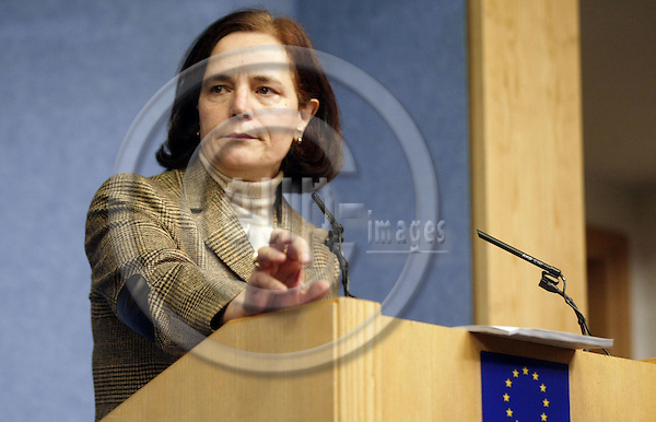 BRUSSELS - BELGIUM - 03 FEBRUARY 2004--Mrs. Loyola de PALACIO, Vice President of the EU-Commission and the Spanish EU-Commissioner for Transport, Energy and relations with the EU-Parliament during her press conference in the pressroom of the EU-Commission. -- PHOTO: ERIK LUNTANG / EUP-IMAGES.COM