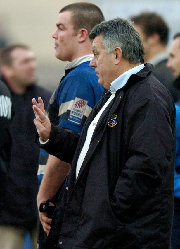Photo: Richard Lane..Bath Rugby v Benetton Treviso. Heineken Cup. 11/12/2004..Bath head coach, John Connolly gives out the instructions.