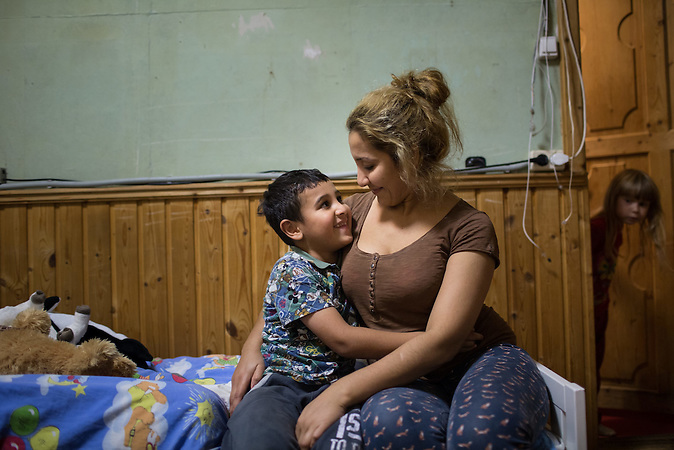 "Die Usbekin Osoda mit ihrem Sohn Islam in einer Unterkunft für Frauen in Krisensituationen nahe Moskau / Uzbek migrant worker Ozoda shares tender moment with her son Islam in a charity shelter for women in crisis situation ""Neznayka"", where thet live outside Moscow."